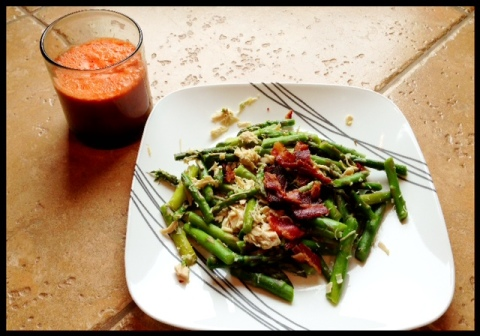 One of my all time favorite lunches.  Steamed asparagus with some chicken and bacon, and some *fresh* carrot orange juice!